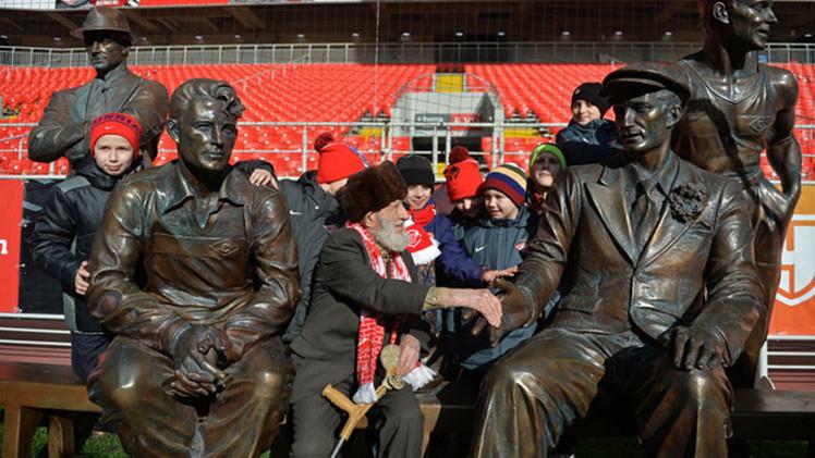 El Spartak de Moscú recauda fondos para un hincha de 102 años víctima de un robo