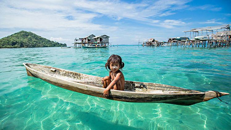 Hijos del océano: un proyecto fotográfico muestra la vida de los 'gitanos del mar' de Borneo