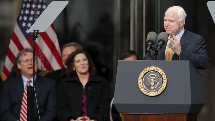 """""""¡Rebélense!"""": El senador McCain insta a Israel a emprender una guerra contra Irán"""