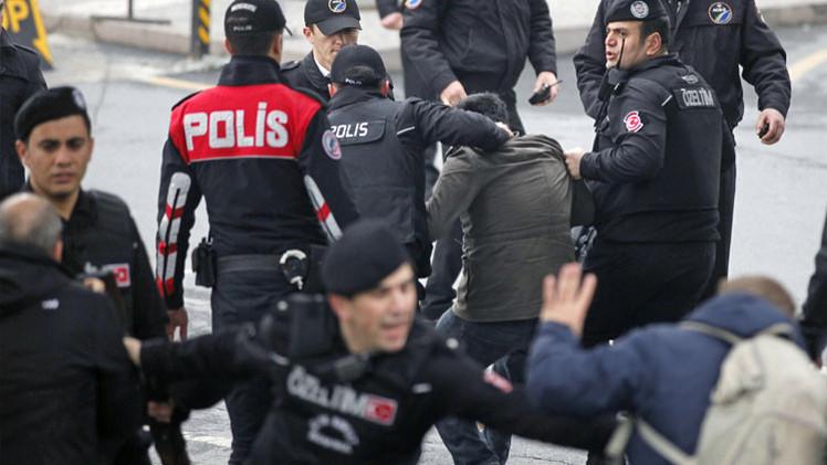 Explosiones y tiroteos en el tribunal de Estambul donde hay un fiscal secuestrado