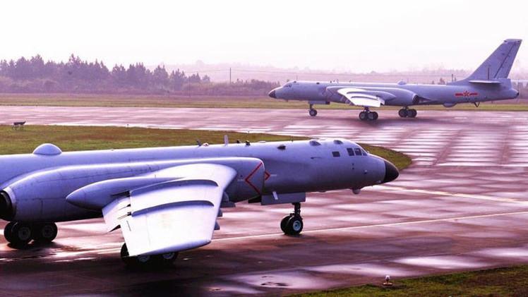China publica fotos de sus bombarderos de última generación