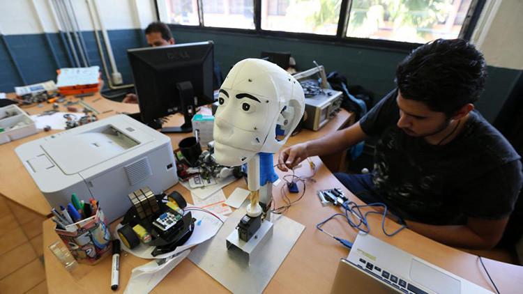 Científicos mexicanos desarrollan robots inteligentes que identifican emociones