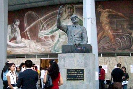 Escultura de Salvador Allende en la Universidad de Guadalajara