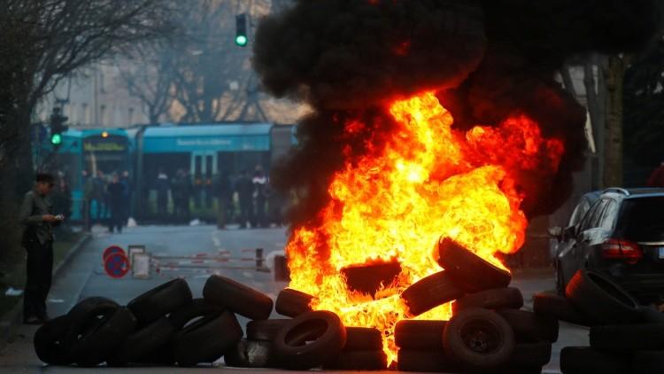 Neumáticos incendiados por los activistas, Frankfurt. 18 de marzo de 2015