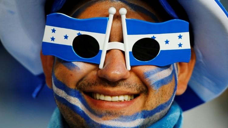 Un aficionado hondureño anima a su selección durante el Mundial de Fútbol de Brasil