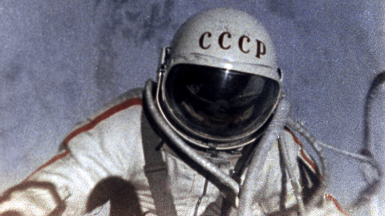 50 años de la primera salida del hombre al espacio abierto