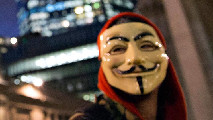 "Video: Anonymous llama a los estadounidenses a alzarse contra el ""régimen tiránico"" de Obama"