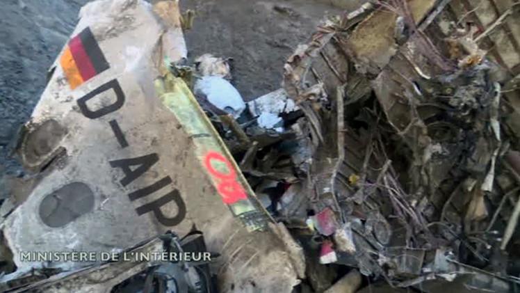 Francia publica primer video de los restos del avión de Germanwings desde la zona de impacto