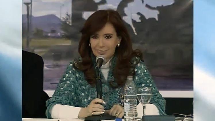 """Cristina Fernández: """"Si no hay guerras, las industrias te las crean para que comprés armas"""""""