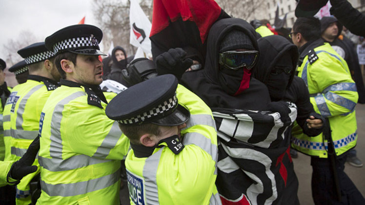 La primera marcha de Pegida en Londres deriva en enfrentamientos callejeros
