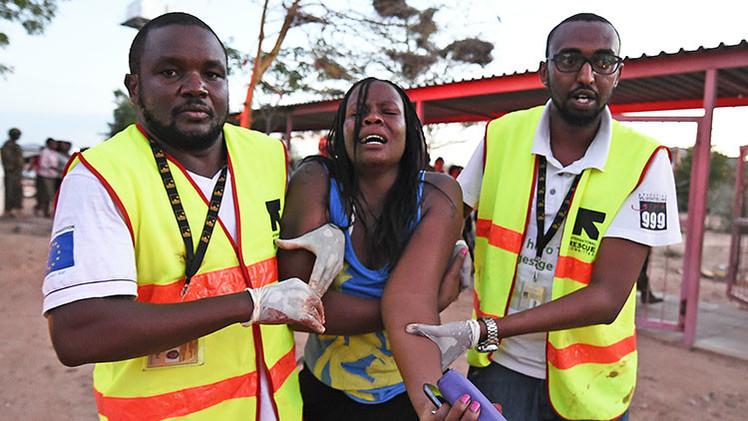 Keniana sobrevive el atentado untándose con sangre de compañeros