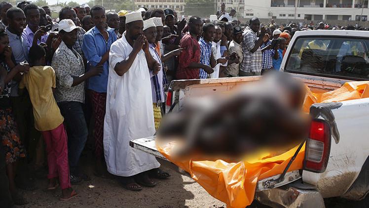 FOTOS: Kenia exhibe los cadáveres desnudos de los sospechosos del atentado de Garissa