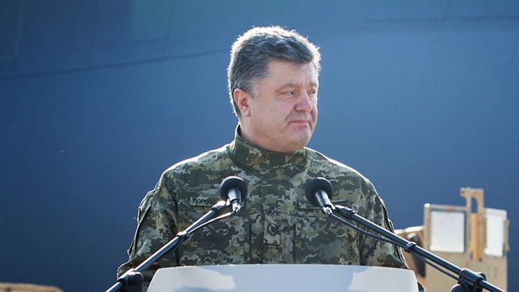 """Piotr Poroshenko: """"Estamos combatiendo el desempleo con tanques"""""""