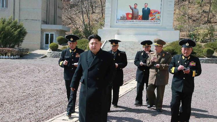 Kim Jong-un ordena intensificar las maniobras a condiciones bélicas