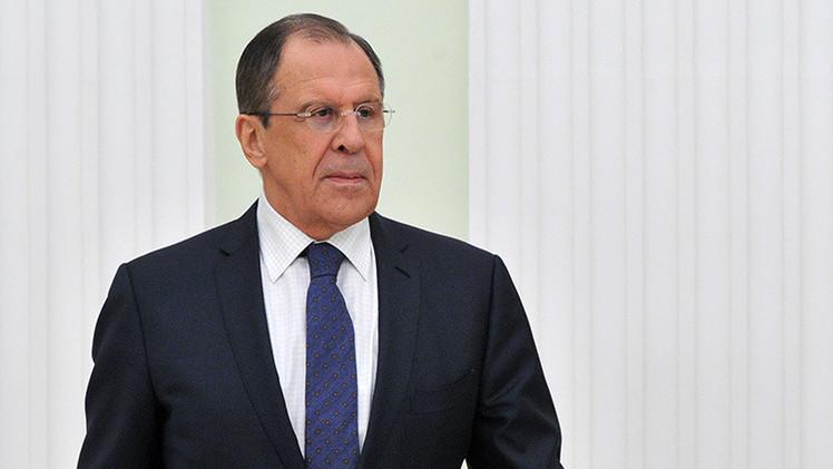 """Lavrov: Los europeos deben renunciar a su """"falsa solidaridad"""" antirrusa"""