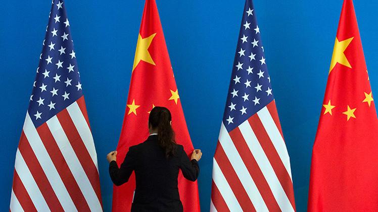 """Exsecretario del Tesoro de EE.UU.:""""El poder económico de China desvalorizará al dólar"""""""