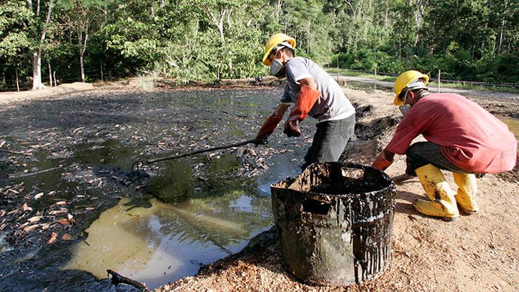 Video muestra cómo Chevron intenta encubrir su contaminación petrolífera en el Amazonas