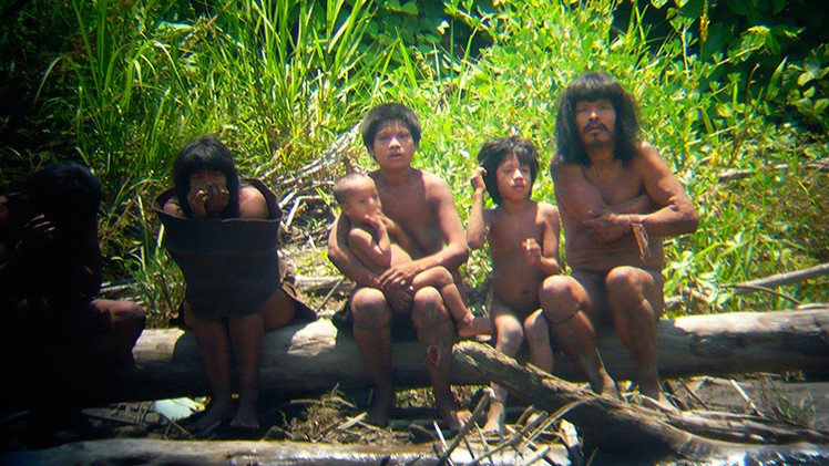 """Perú: Madre de Dios denuncia la aproximación """"incontrolable"""" de indígenas no contactados"""