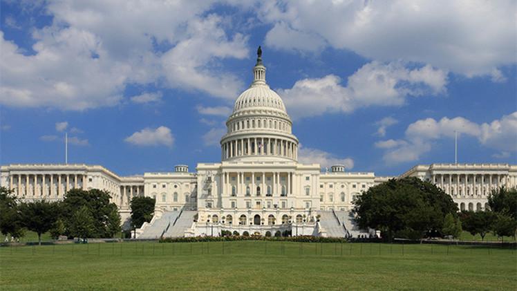 Bloquean el edificio del Capitolio de EE.UU. por disparos