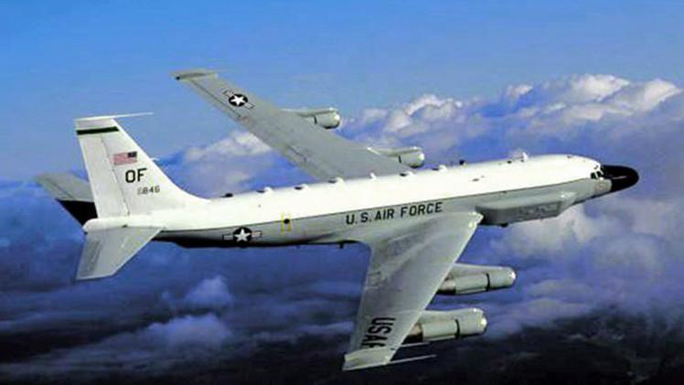 Un caza ruso Su-27 intercepta un avión espía de EE.UU. que se dirigía al espacio aéreo de Rusia