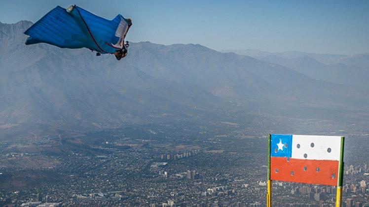 El saltador chileno revela a RT el secreto de su increíble impacto con la meta a 250 km/h