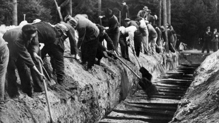 A través de las puertas del infierno: Difunden impactantes imágenes de campo de concentración nazi