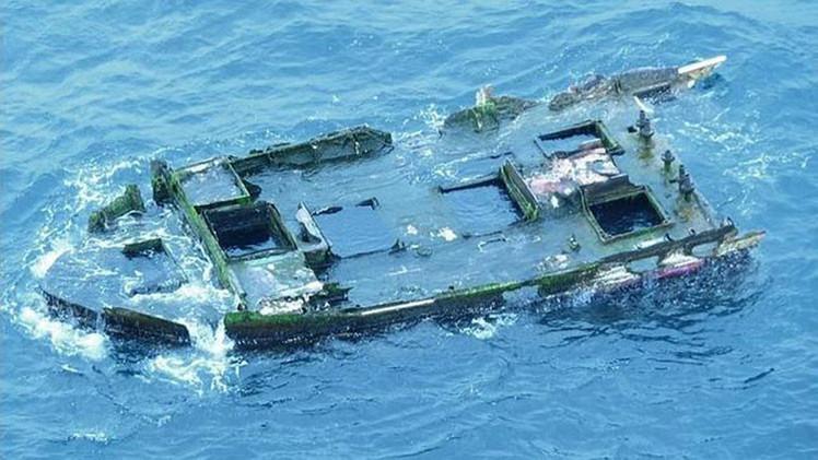 Un barco hundido en Japón hace cuatro años aparece en las costas de EE.UU. con 'pasajeros' a bordo
