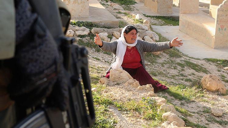 Militantes del Estado Islámico escogen por sorteo a niñas yazidíes que serán violadas