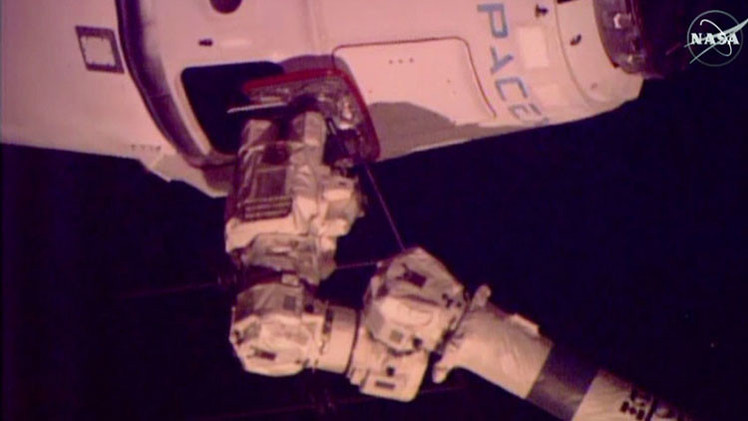 VIDEO: El SpaceX Dragon se acopla a la Estación Espacial Internacional