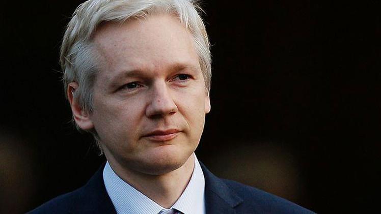 Assange se alza en defensa de Venezuela contra EE.UU.