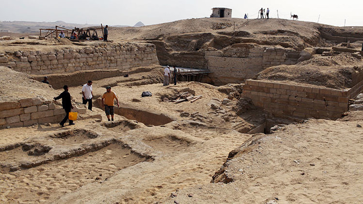 Arqueólogos rusos descubren las murallas blancas de la antigua capital de Egipto