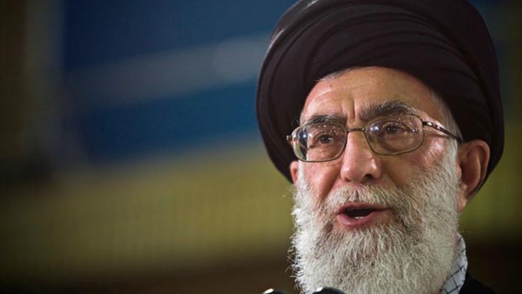 """El ayatolá Jameneí acusa a EE.UU. de crear """"un mito"""" sobre el programa nuclear de Irán"""