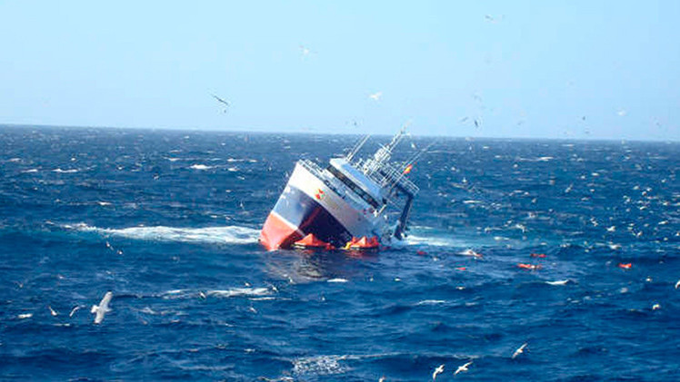 Un barco con 300 inmigrantes a bordo se hunde en el mar Mediterráneo