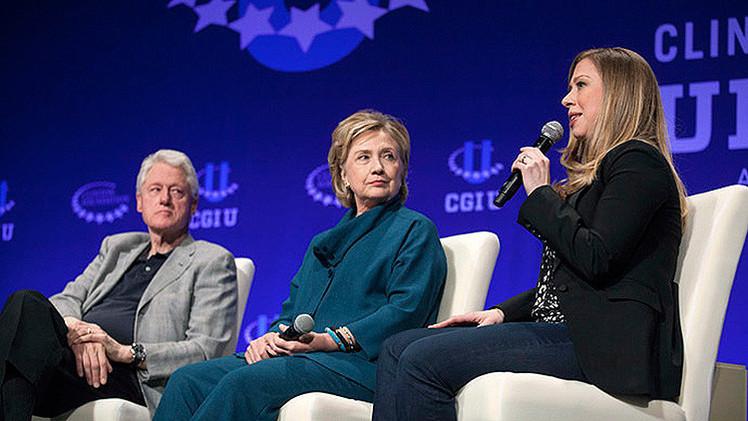 Un libro acusa al matrimonio Clinton de enriquecimiento ilícito con su fundación