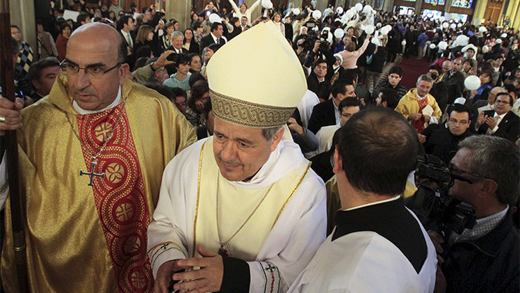 Chile: El obispo rechazado por parte de sus fieles acude a misa con escoltas privados