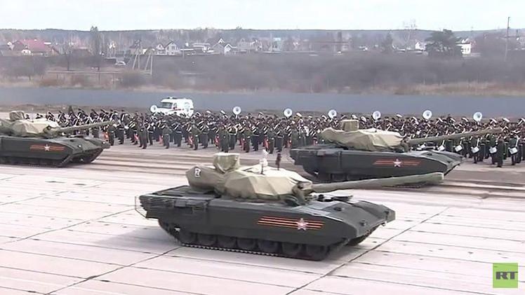 Impresionante video: Rusia exhibe sus futuristas tropas blindadas