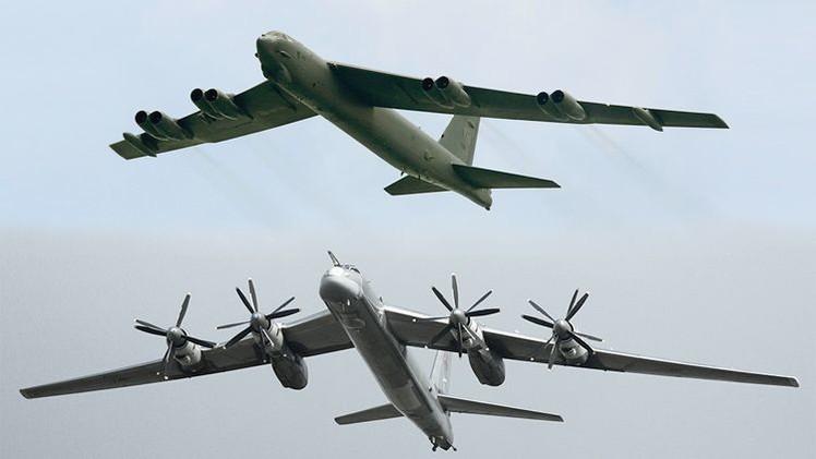 Duelo de bombarderos pesados: el ruso Tu-95 Oso vs. el B-52 Stratofortress de EE.UU.