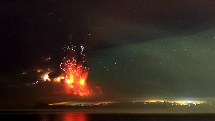 Fotos: La erupción del volcán chileno Calbuco causa el desbordamiento del Río Blanco