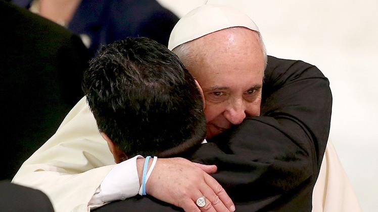 """Maradona se reúne con su """"primer hincha"""", papa Francisco"""