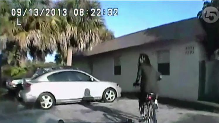 Impactante video: Un policía dispara cuatro veces a un afroamericano desarmado en EE.UU.