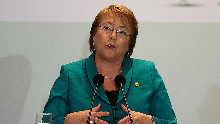 """Bachelet promete """"reconstruir la confianza social"""" tras los escándalos de corrupción"""