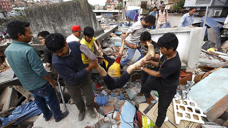 FUERTES IMÁGENES: El más devastador terremoto en Nepal en los últimos 80 años