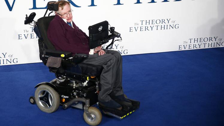 """Stephen Hawking: """"La humanidad no sobrevivirá si no huye al espacio"""""""