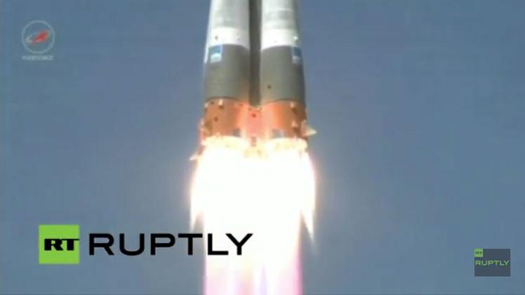 VIDEO: La nave espacial rusa Progress con símbolos de la Victoria es lanzada a la EEI
