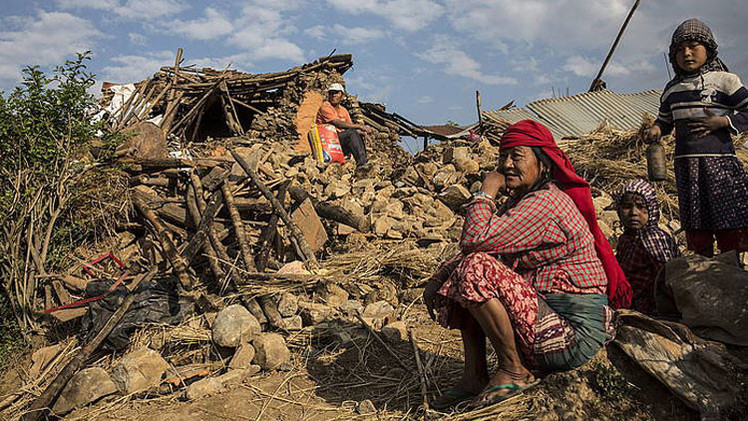 """""""Nos trataron como a perros"""": ¿Cuántas víctimas invisibles ha dejado el sismo de Nepal?"""