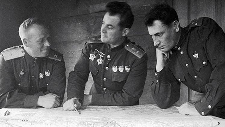 """Varsovia derriba monumentos soviéticos: """"Sin la victoria de la URSS, no habrían quedado polacos"""""""