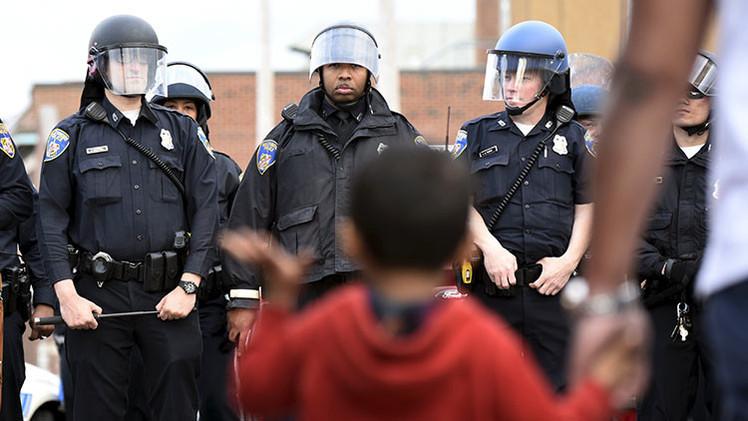 Fotos, videos: La otra cara de los disturbios de Baltimore, ciudadanos valientes defienden la ciudad