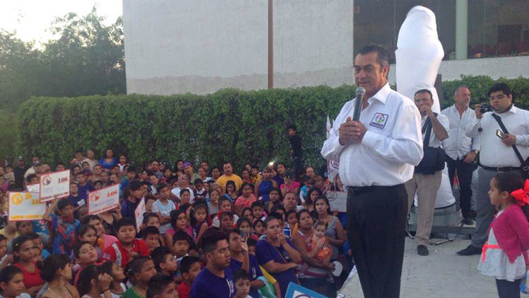 Un candidato mexicano insulta y amenaza a unas votantes (Video)