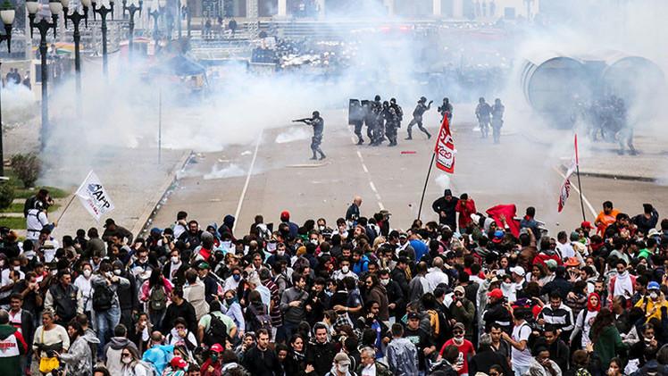 Fotos, Videos: 200 heridos en protestas contra los recortes de las pensiones en Brasil