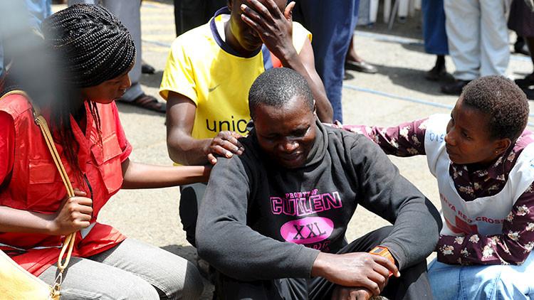 Las personas reaccionan ante la tragedia ocurrida en la Universidad de Garissa